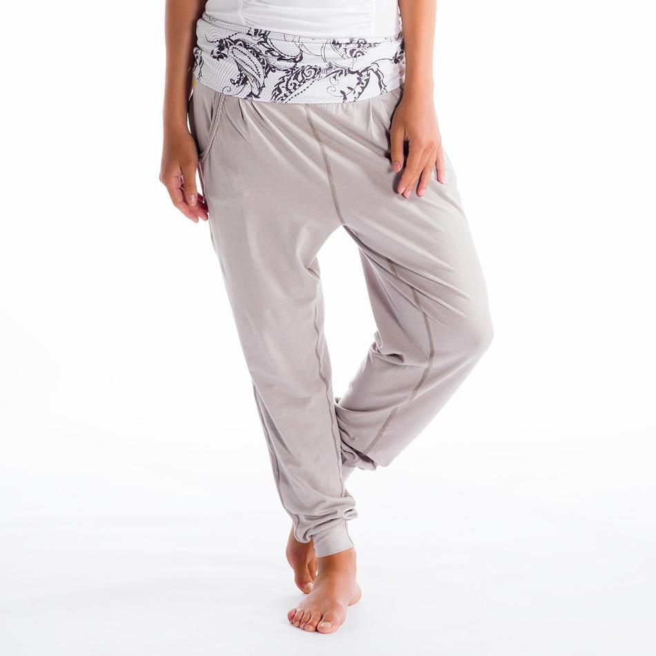 Брюки LSW0903 PADMASANA PANTSБрюки, штаны<br><br> Если бы все асаны были бы такими же легкими и непринужденными, как эти свободные брюки! Они открывают невероятную свободу движений благ...<br><br>Цвет: Серый<br>Размер: M