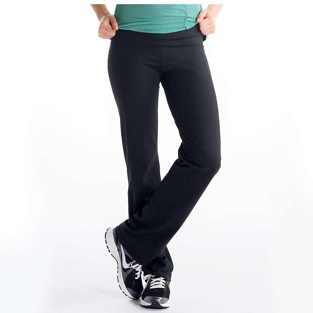 Брюки SSL0030 STABILITY PANTБрюки, штаны<br><br> Прямые спортивные брюки для любительниц классики. Прямые штанины со средней высотой талии как нельзя лучше подойдут легких пробежек. А плотная ткань 2d skin heavy, из которой выполнены Stability pant, обладает функцией терморегуляции.<br><br><br> ...<br><br>Цвет: Черный<br>Размер: L