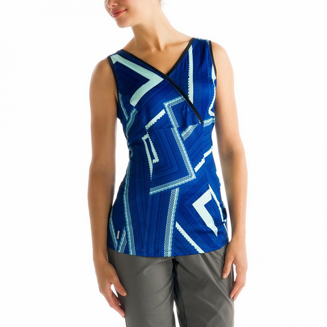 Топ LSW1006 SIENNA TANK TOPФутболки, поло<br><br> Топ Sienna Tank Top бренда Lole позволяет женщинам чувствовать себя уверенно, притягательно и свободно. Благодаря особенностям кроя он не сковы...<br><br>Цвет: Синий<br>Размер: L