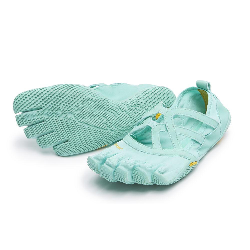 Мокасины FIVEFINGERS Alitza Loop WVibram FiveFingers<br><br><br> Красивая модель Alitza Loop идеально подходит тем, кто ценит оптимальное сцепление во время босоногой ходьбы. Эта минималистичная обувь отлично подходит для занятий фитнесом, балетом и танцами. Модель Alitza Loop очень лёгкая, дышащая и не стесня...<br><br>Цвет: Небесно-голубой<br>Размер: 39
