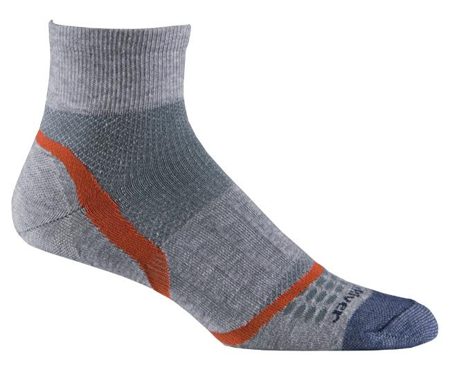 Носки атлет.1245 ULTRA LT VELOCITY QTR.Носки<br>Не важно, где вы бегаете — в помещение или по улице, по гладкой поверхности или по бездорожью, тонкие носки, окутывающие стопу, обеспечивают ощущение бега босиком.<br><br><br>Система URfit™<br>Специальные вентилируемые вставки эффективно...<br><br>Цвет: Серый<br>Размер: M