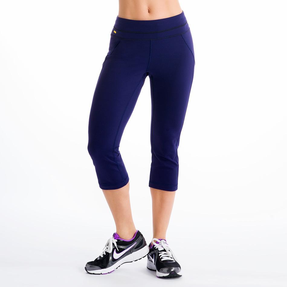 Капри LSW0923 LIVELY CAPRIШорты, бриджи<br><br> Двигайтесь в унисон с вашим фитнес или йога инструктором! Ведь в этих поддерживающих капри это будет проще простого. Невероятно комфортные, тянущиеся и выводящие лишнюю влагу, они выполнены из материала 2d Skin Motion Heavy, эксклюзивного сочетания...<br><br>Цвет: Синий<br>Размер: XS