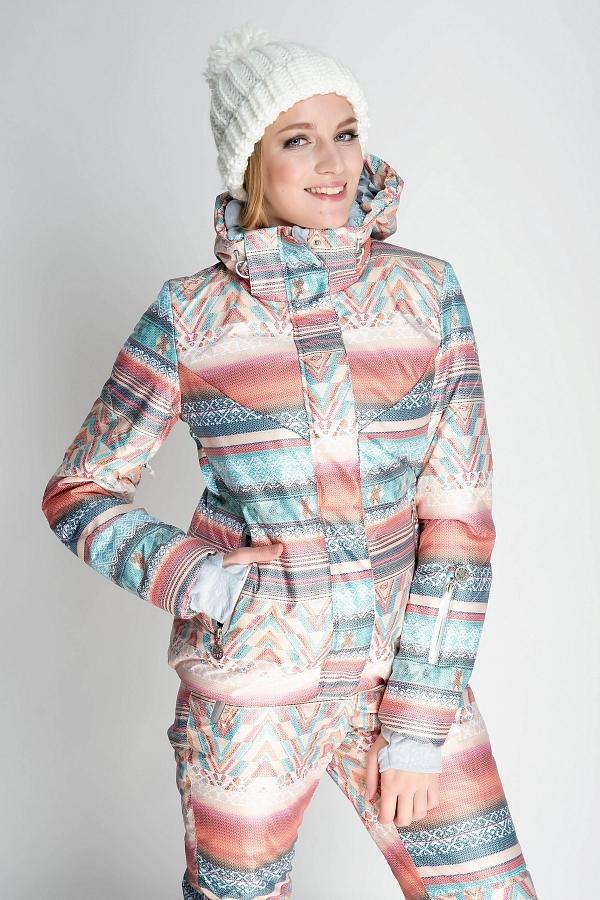 Куртка спортивная 435298Куртки<br>Стильная женская куртка из принтованной мембранной ткани с высокими характеристиками влаго-ветрозащиты, окрашенной по сложной технологии растяжки цвета от темных к более светлым оттенкам. Принт в этно стиле является эксклюзивной разработкой дизайнеров ком...<br><br>Цвет: Розовый<br>Размер: 52
