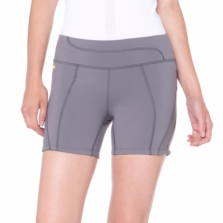 Шорты LSW1355 BALANCE 2 SHORTSШорты, бриджи<br><br><br><br> Для комфортных и результативных тренировок отлично подходят спортивные женские шорты Lole Balance 2 Shorts. Они мягко, но надежно облегают бедра, поддерживая температуру тела. <br><br>...<br><br>Цвет: Серый<br>Размер: S