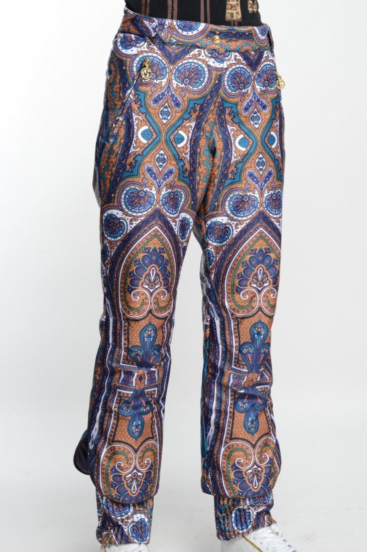 Брюки утепленные 225205Брюки, штаны<br>Женственные брюки от горнолыжного костюма из коллекции Барокко с оригинальной отделкой низа.  <br> <br> Особенности:<br><br>Материал: ...<br><br>Цвет: Бежевый<br>Размер: 46