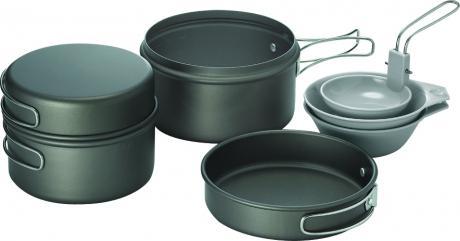 Набор посуды VKK-Solo 2Столовые наборы<br>SOLO 2 — набор легкой походной посуды из анодированного алюминия, рассчитанный на 1-2 человек. Набор состоит из двух котелков объемом 1,2 и 0,9 литра, двух пиал и складного половника. Крышки котелков могут использоваться как полноценные сковородки....<br><br>Цвет: Черный<br>Размер: None