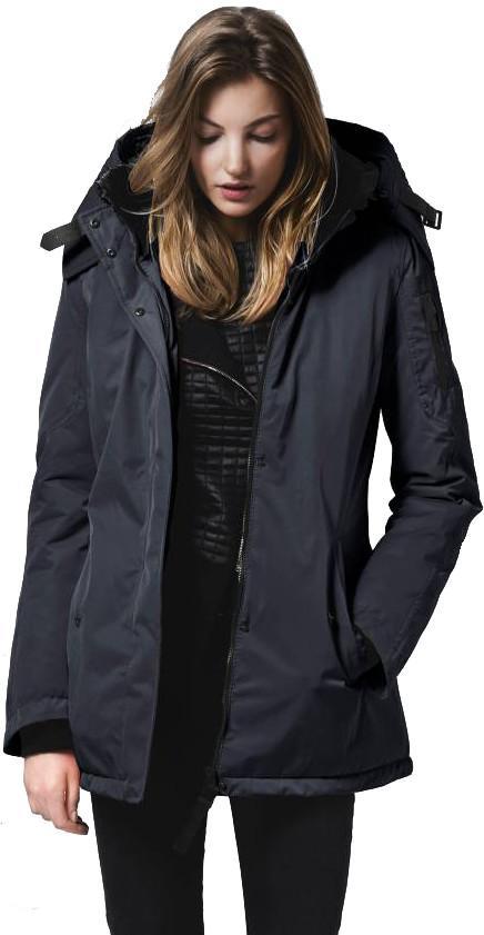 Куртка утепленная жен.Mayfair IIКуртки<br>Завоюйте день с самого начала! Куртка MAYFAIR II средней длины буквально источает тонкий британский оптимизм и элегантность. Двухслойный материал не позволит сырой и холодной погоде  испортить вашу одежду или настроение. Городская, гибкая и уверенная. ...<br><br>Цвет: Темно-синий<br>Размер: L